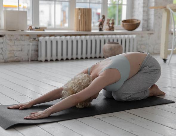 Dagelijkse oefeningen om pijn na slapen te verhelpen.
